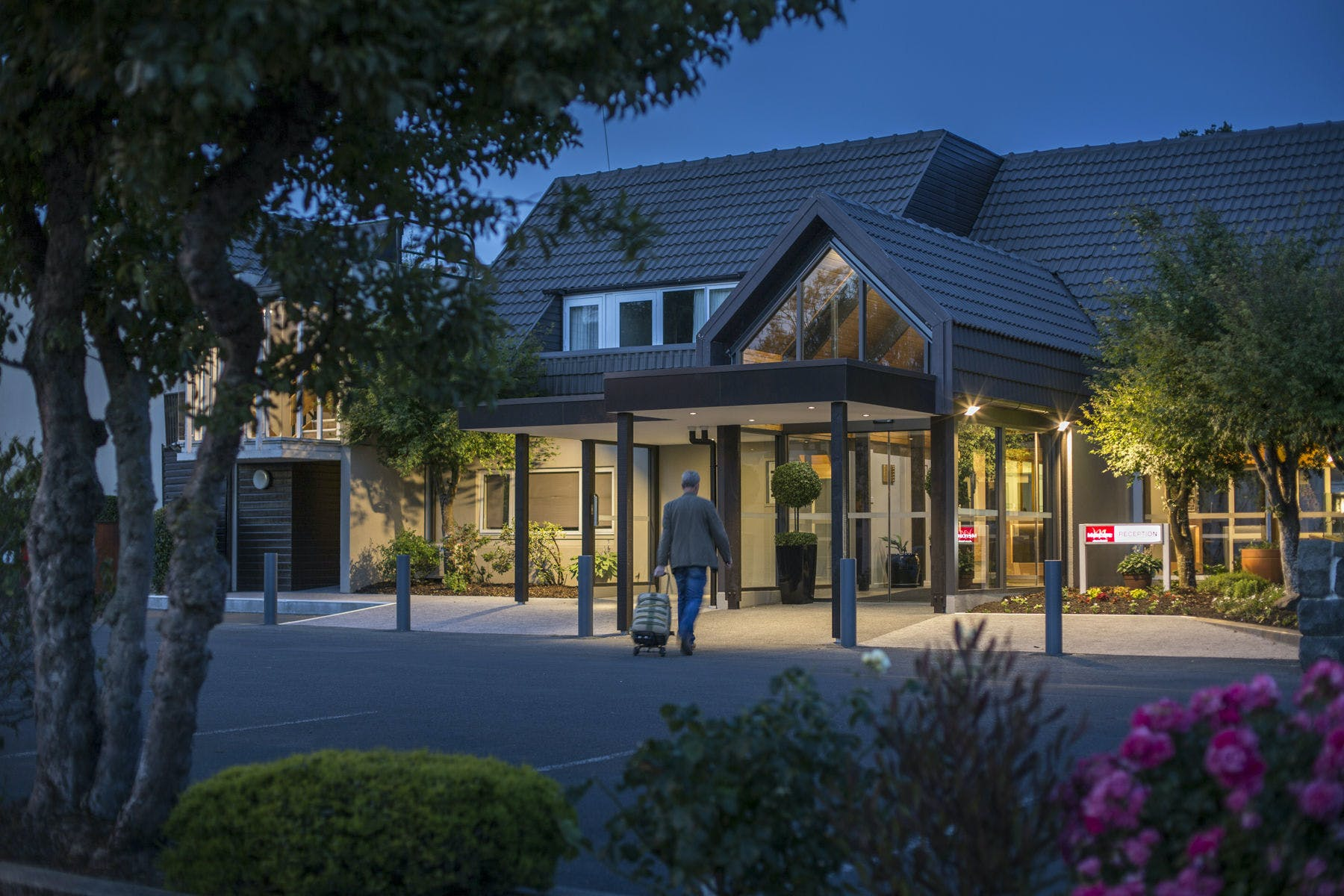 Dunedin Leisure Lodge Corporate Club - Night Entrance