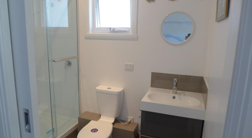 Beach Studio bathroom