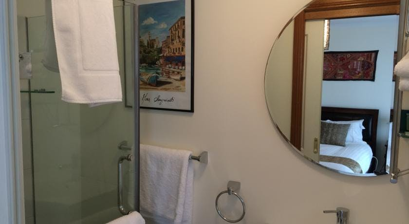 The Beach Studio bathroom