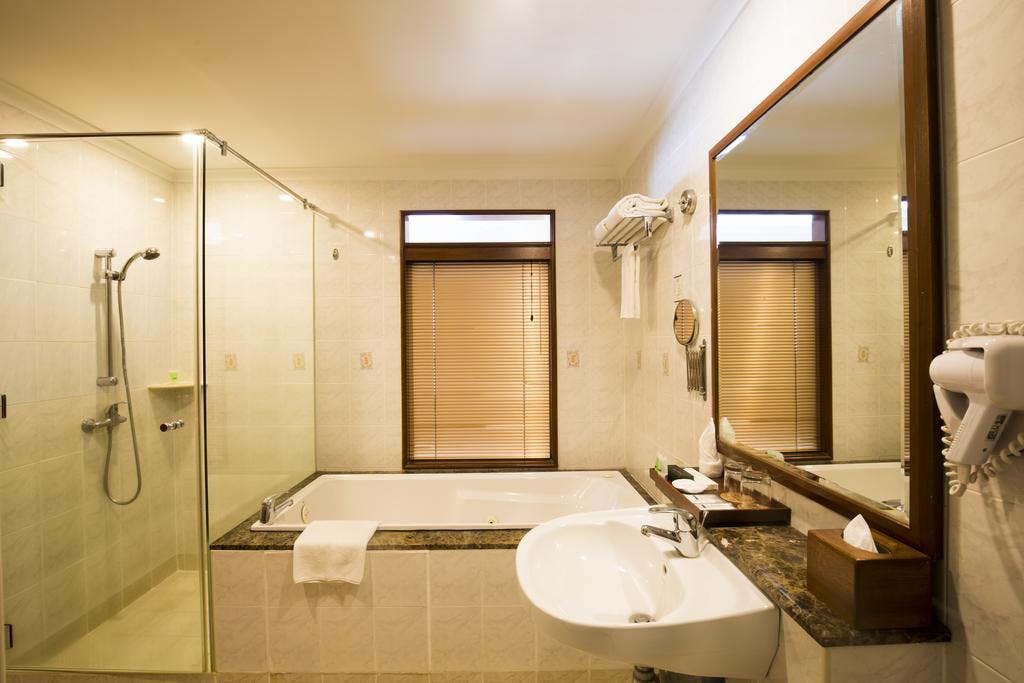 Studio Suite bathroom with separate standing shower and bathtub