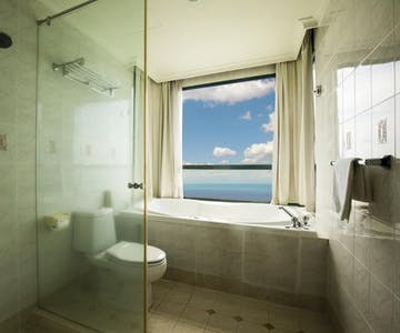2 Bedrooms Suite's Bathroom