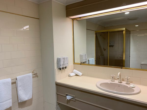 Standard King Room Bathroom