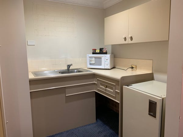 Standard Twin Room Kitchenette