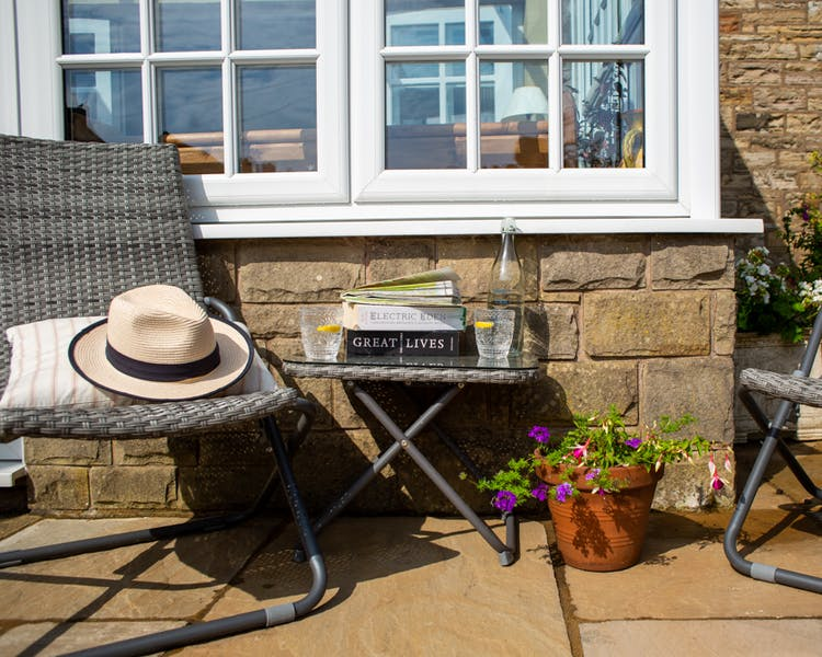 Patio and sun chairs - the Old Schoolhouse Bed and Breakfast in Haltwhistle