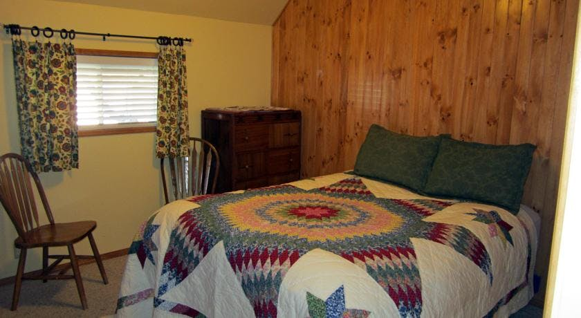 Main House queen bedded bedroom.