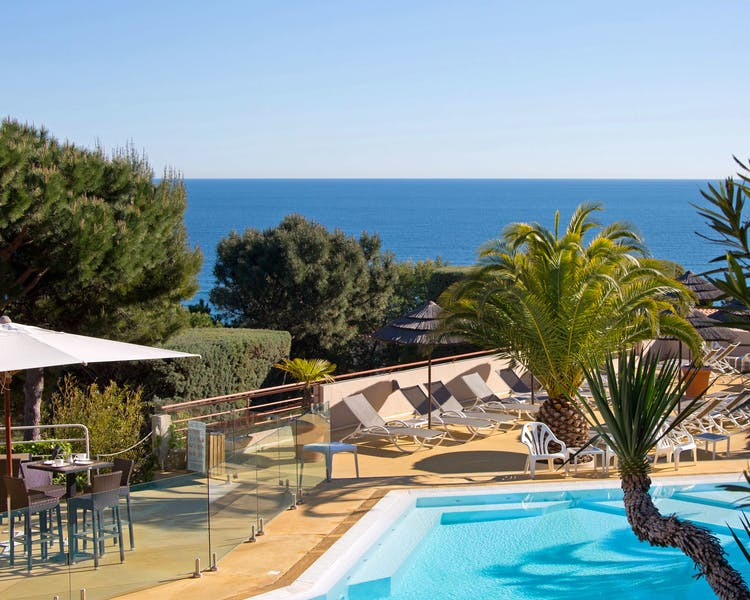 Hotel*** & Spa Les Mouettes on the ledge road between Argelès-sur-Mer and Collioure