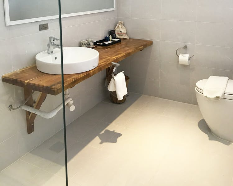 Seaview Double Bathroom