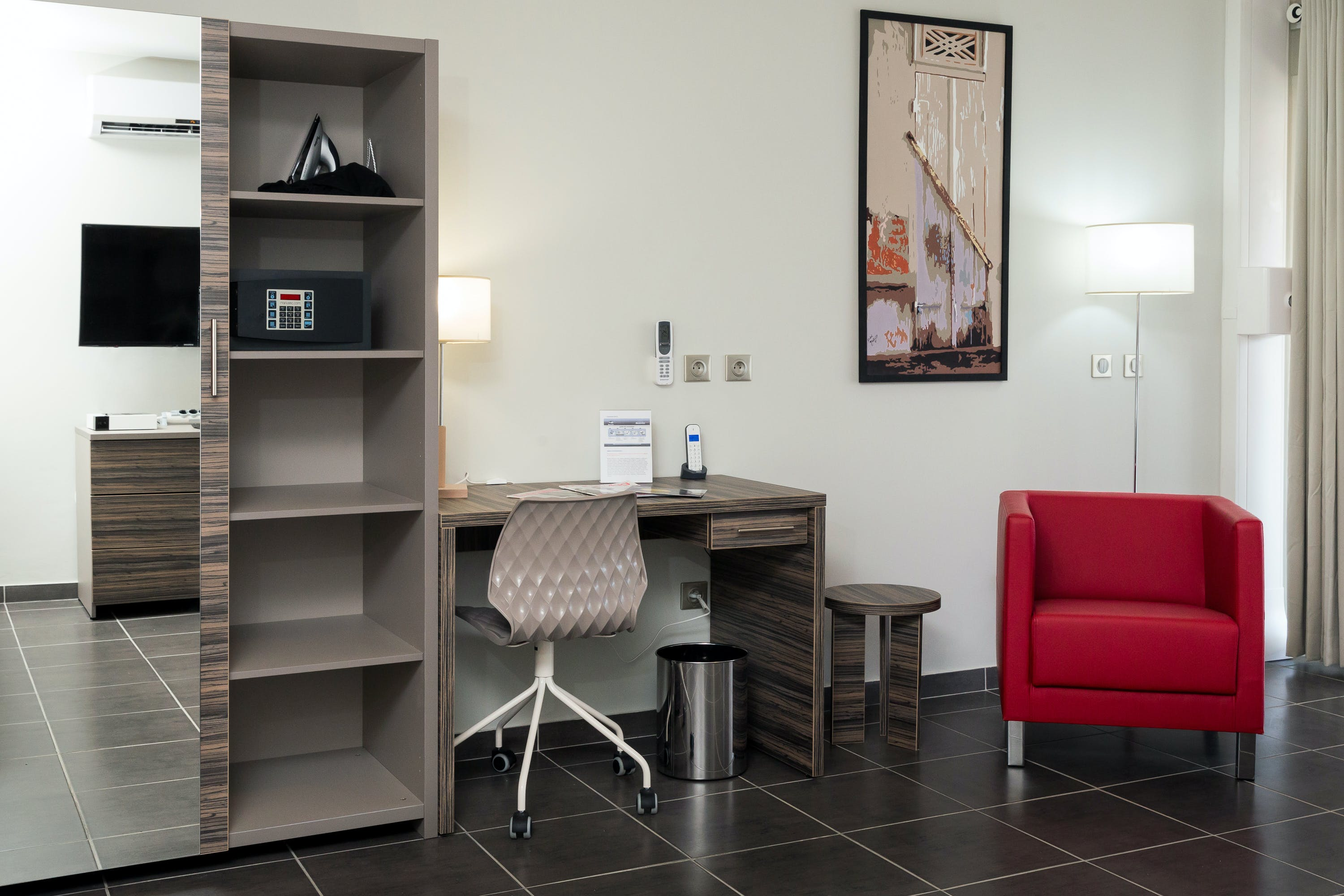 Espace bureau dans une suite a Eclipse, Writing desk in a suite at Eclipse