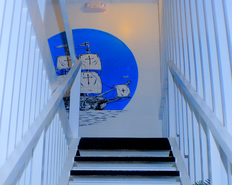 Art Walls Stairs