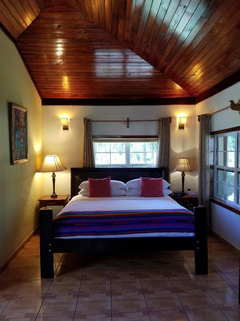 Hibiscus Bungalow - king bed