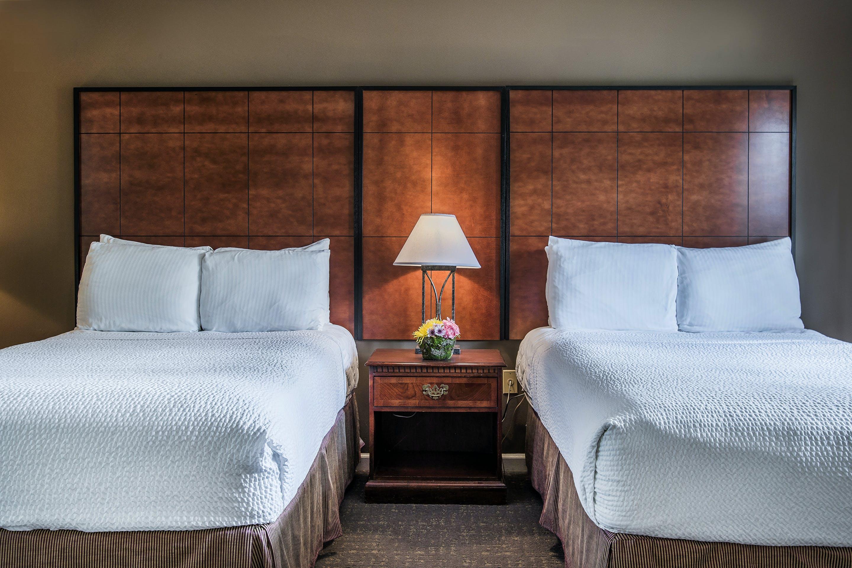 2 Bedroom Suite, Bedroom 1: Two Doubles, Bedroom 2: Queen