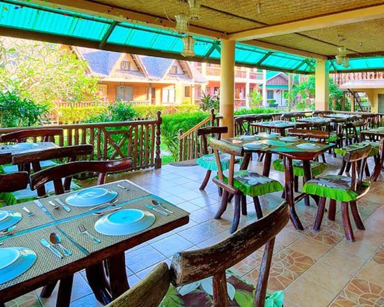 Lally and Abet Restaurant serves daily breakfast, lunch and dinner
