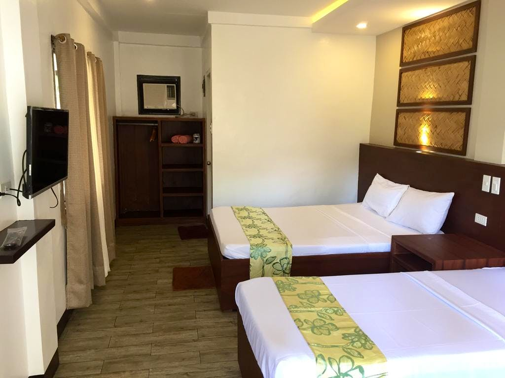 Beachfront Deluxe and Garden Deluxe Rooms have queen and single beds