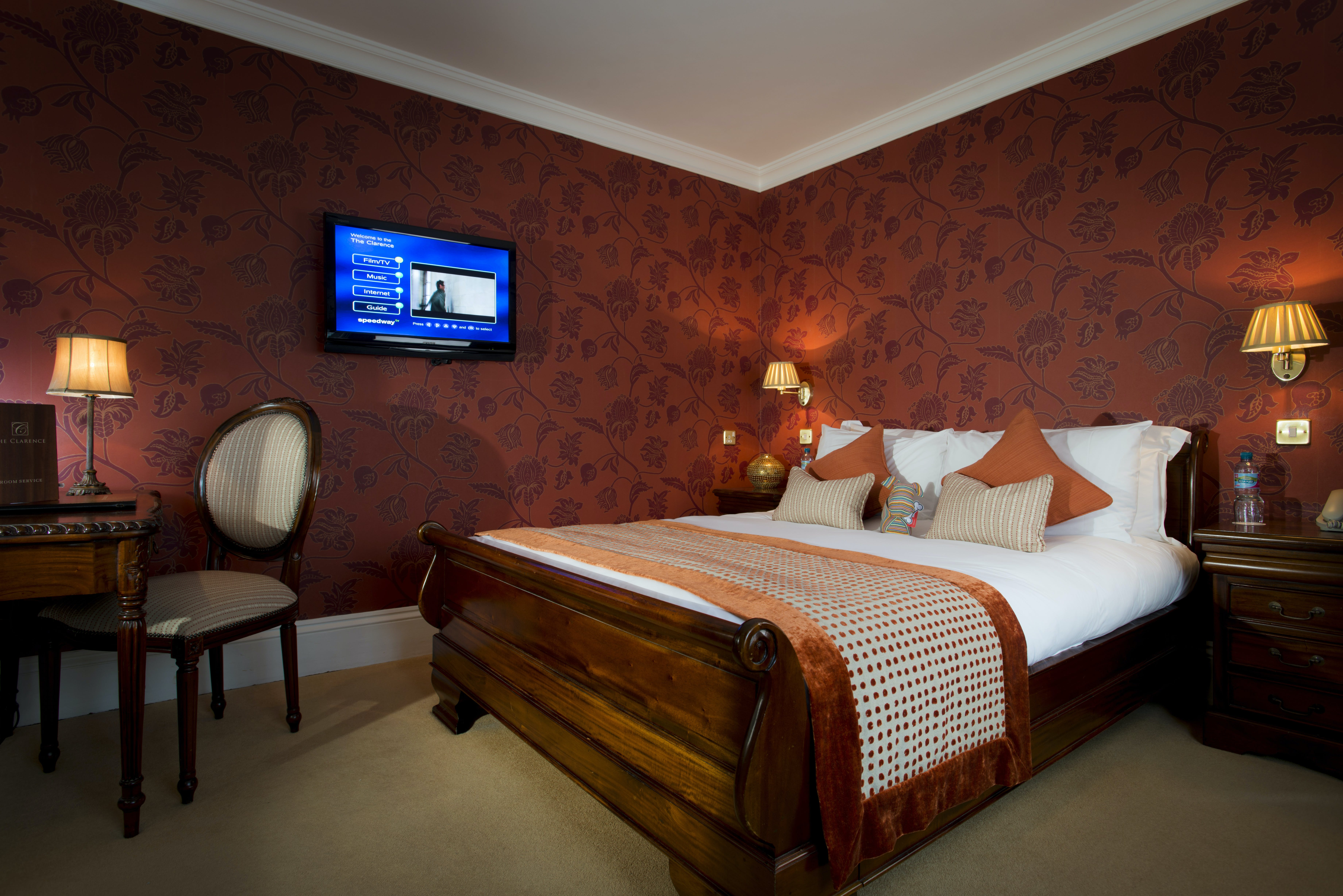 Executive King Room With Shower | The Clarence Hotel