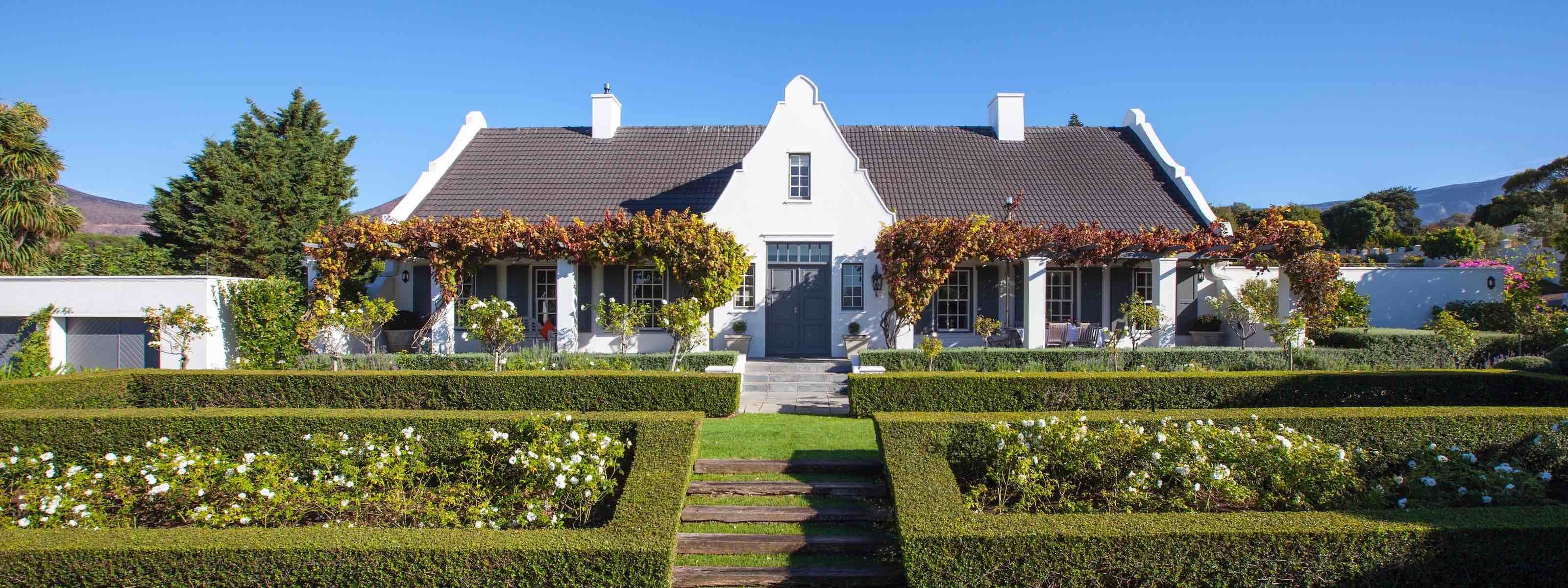 14 ON KLEIN CONSTANTIA is a 5 star Guest House in close proximity to Cape Town. 1