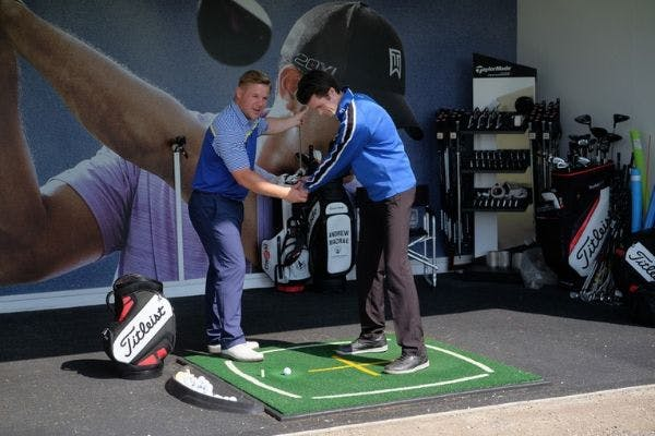 1-1 golf lessons at the Carrick golf driving range
