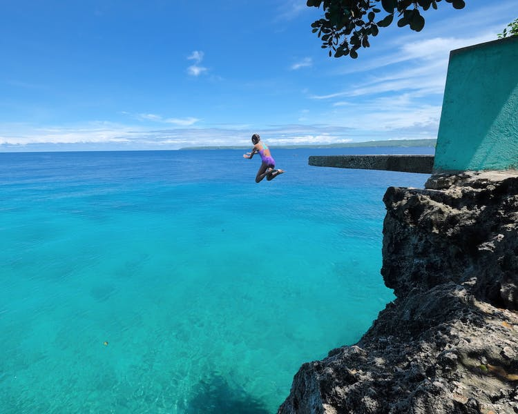 Siquijor Island Salagdoong cliff jumping White Villas Resort 1MB