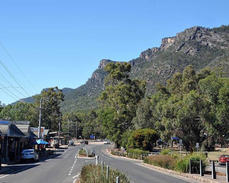 Mountain Views in Halls Gap main street