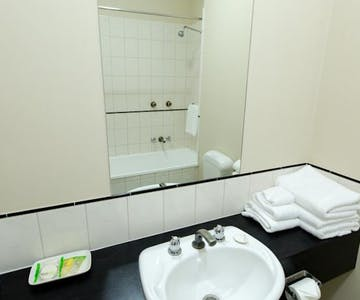 Ballarat accomodation – Standard bathroom