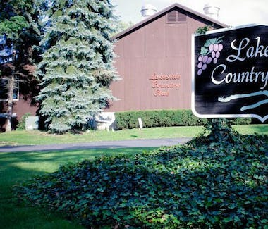 18 Vine Inn and Carriage House - Area Attractions, Lakeside Country Club