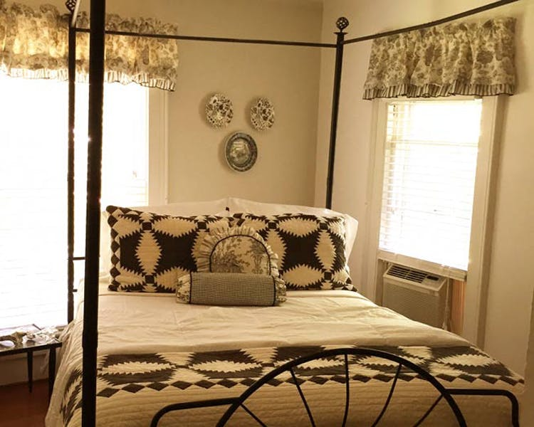 18 Vine Bed and Breakfast Hammondsport, NY Glenn Curtiss Room