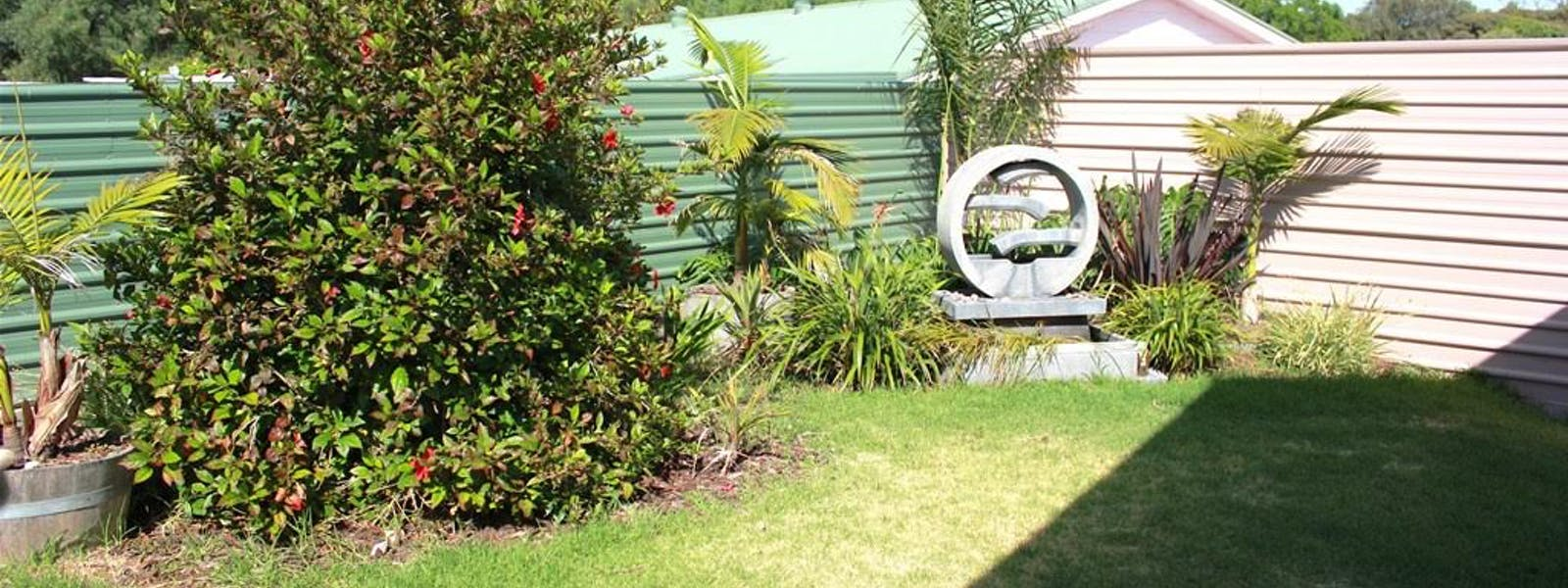 Port Vincent Motel & Apartments Garden Area