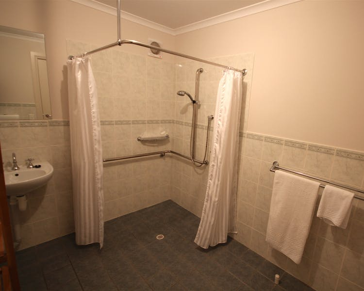 Superior Motel Suite Bathroom