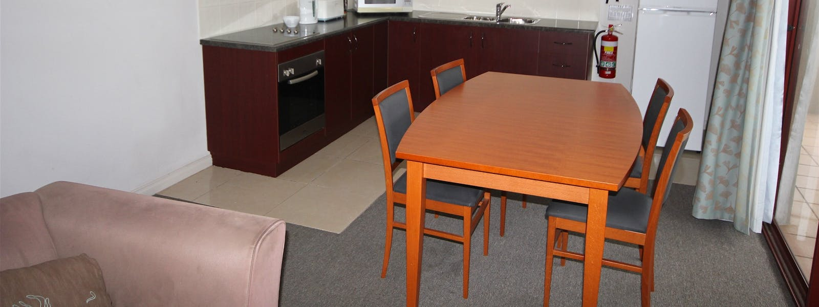 King motel Suite Kitchen / Living Area