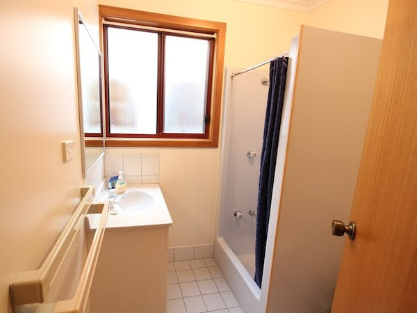 Port Vincent Motel and Apartments - Standard Apartment Bathroom