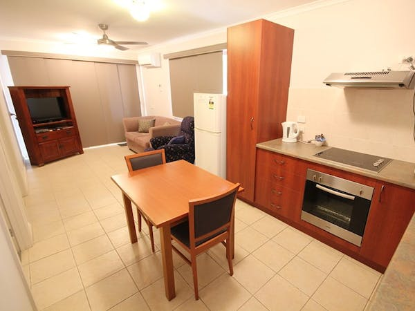 Port Vincent Motel and Apartments - Superior Studio Apartment Kitchen