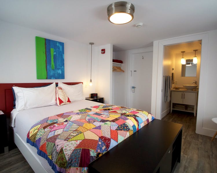 Twillingate Newfoundland Hotel Inn best accommodation Sunshine Inn queen bed with ensnsuite
