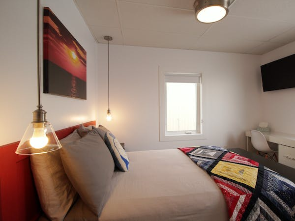 Twillingate Newfoundland Hotel Inn best accommodation Sunshine Inn double bed with ensuite