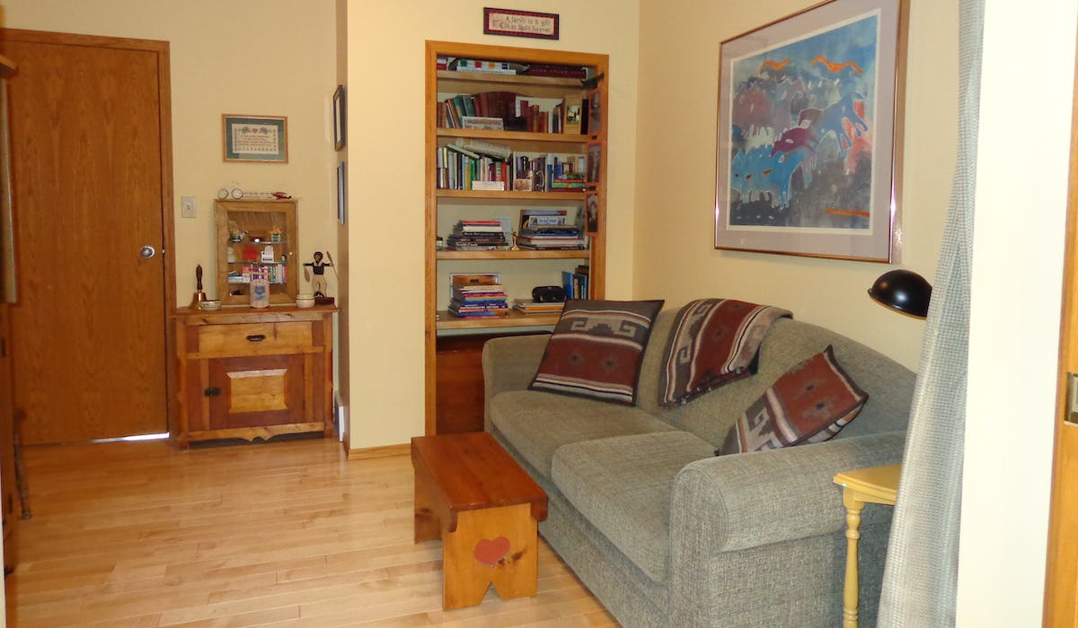 Books, WIFI, TV and DVD in the Garden View suite's private den