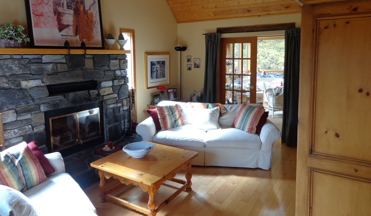 share the comfort of our beautiful living room at Ballyrock