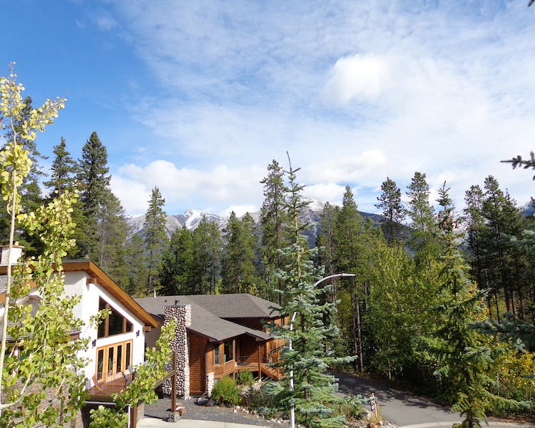 Peaceful neighborhood location in wooded area near downtown Canmore