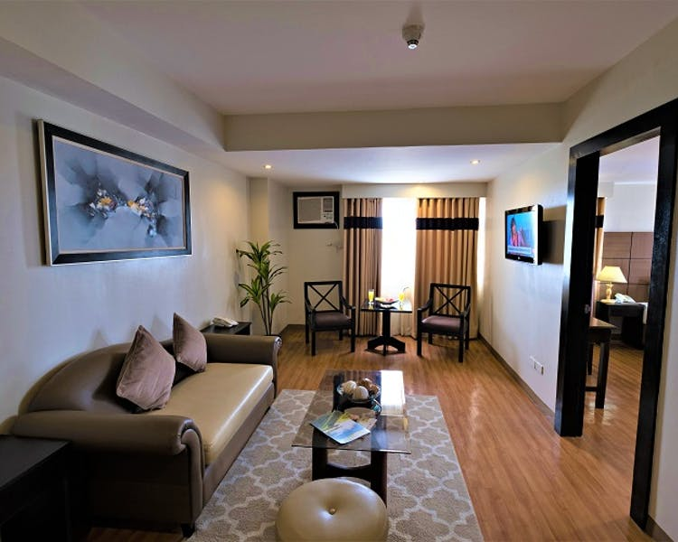 Executive Suites Room