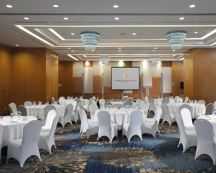 Diamond ballroom with round table layout