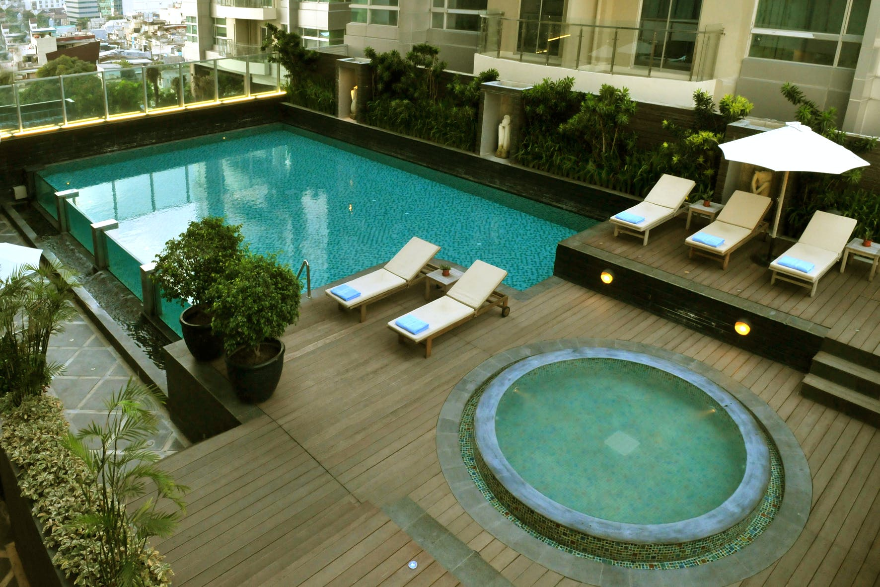Infinity swimming pool area on the 7th floor of Cambridge Hotel Medan