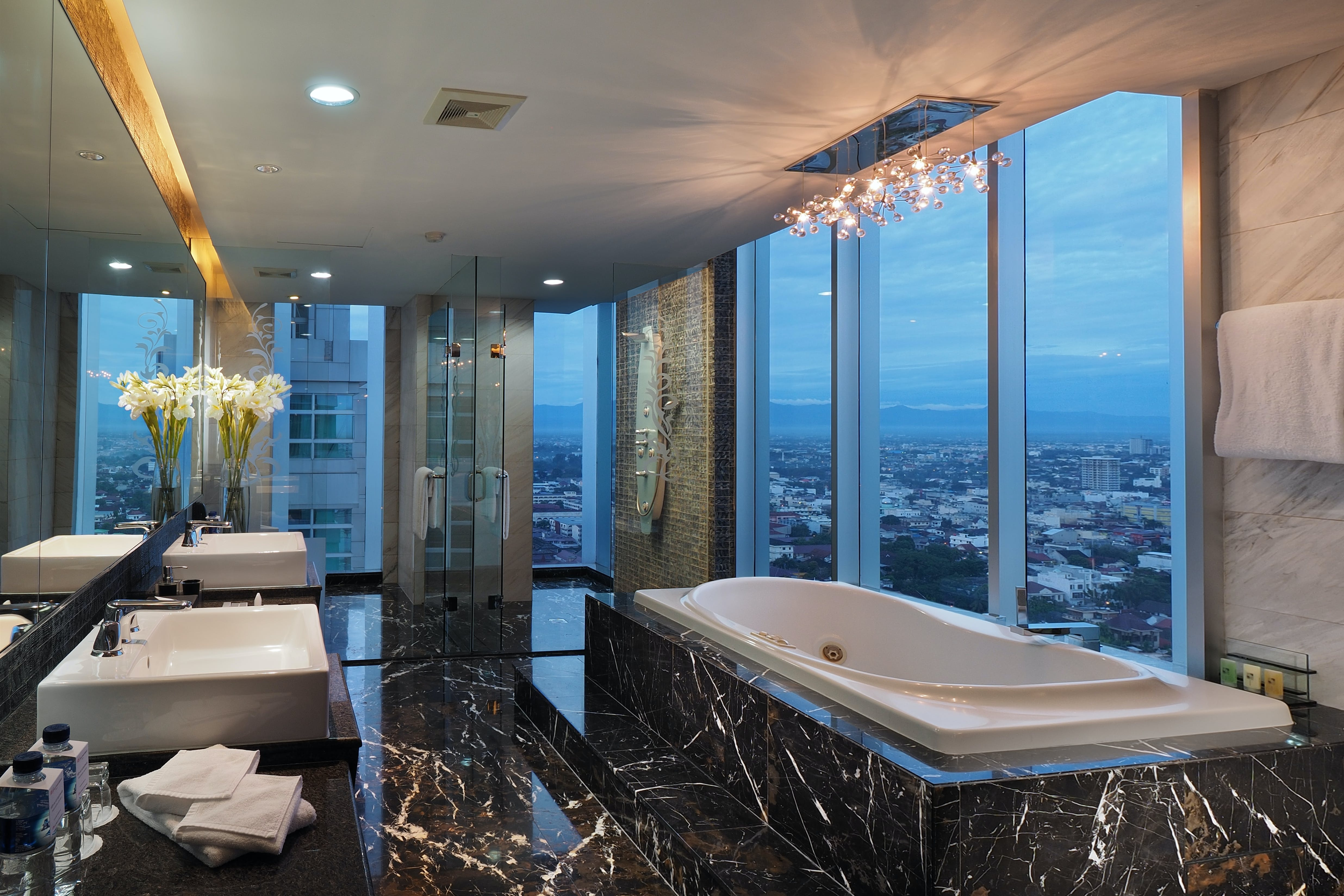 Presidential Suite bathroom decorative details with Medan city view
