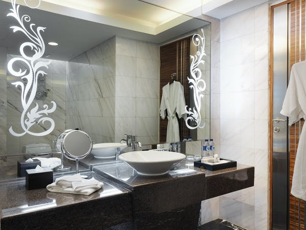 Bathroom decorative details at Suite room