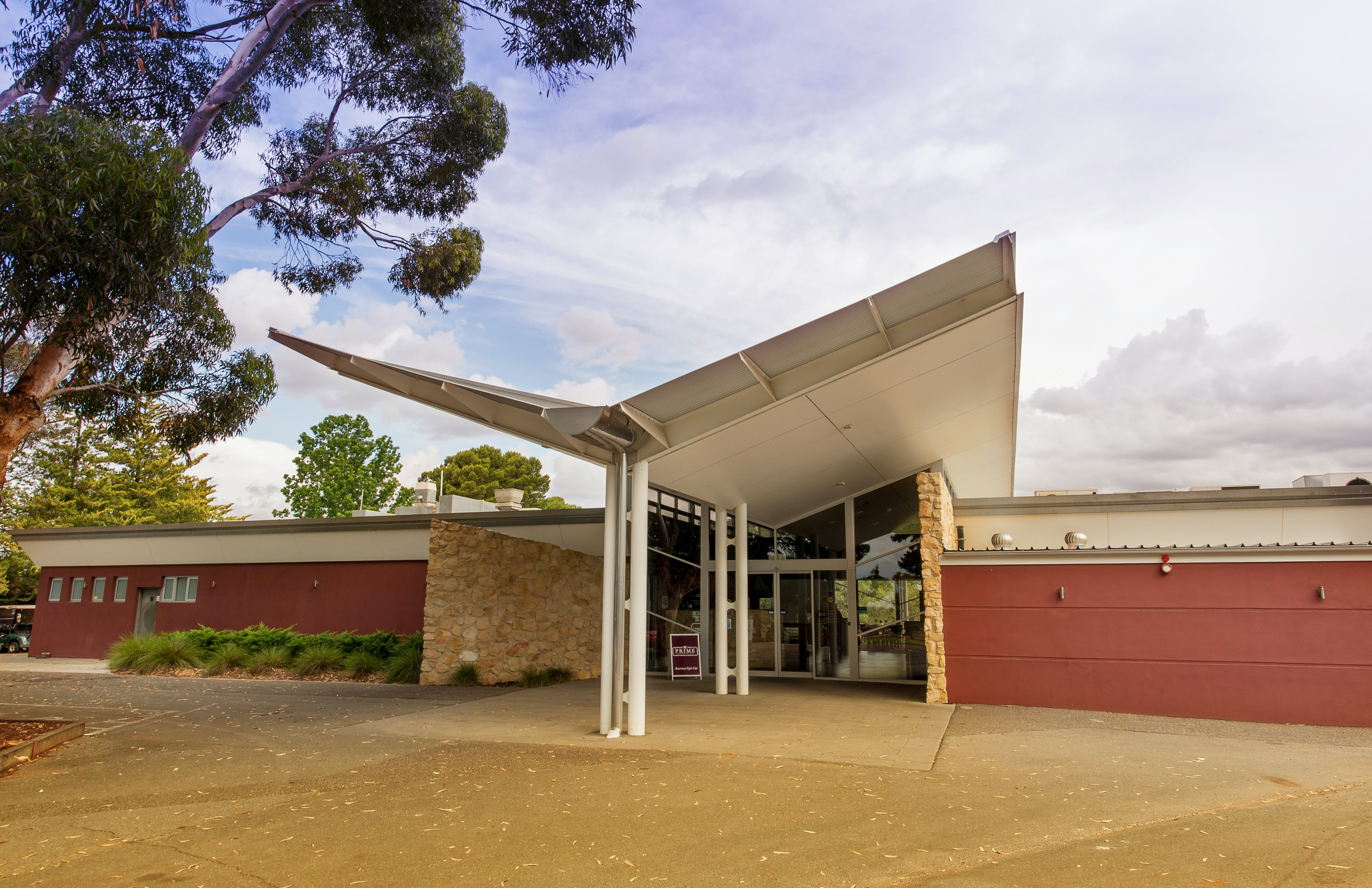 Renmark Country Club Entrance 1