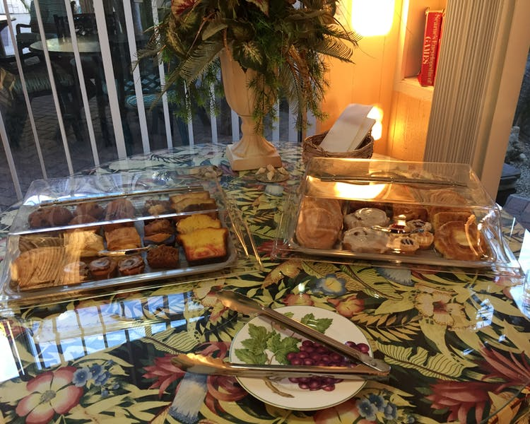 Daily continental breakfast in the Tropical Room