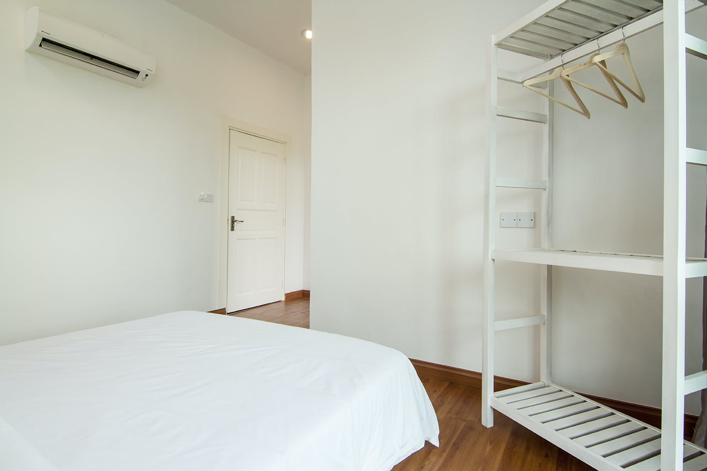 Spacious double room and bright rooms with en suite bathrooms and fully air-conditioned