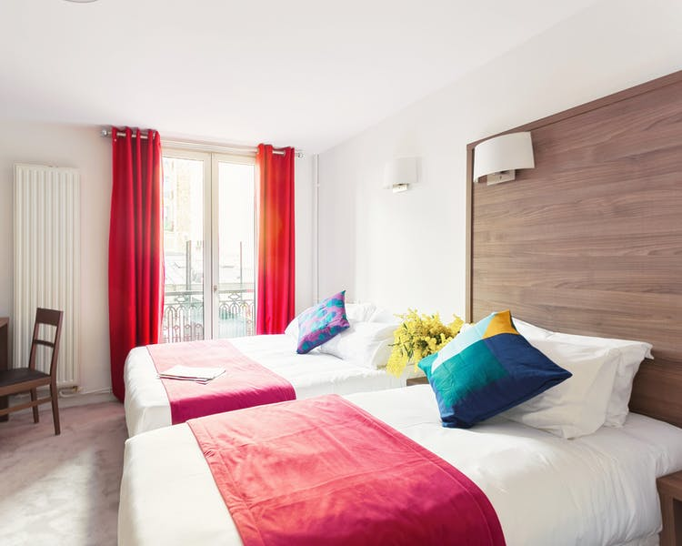 Room for 4 persons with shower Hotel Hector Paris