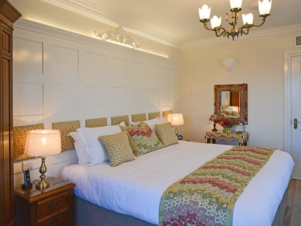 Haven Hall Hotel Sea View 1 Bedroom bed & dressing table