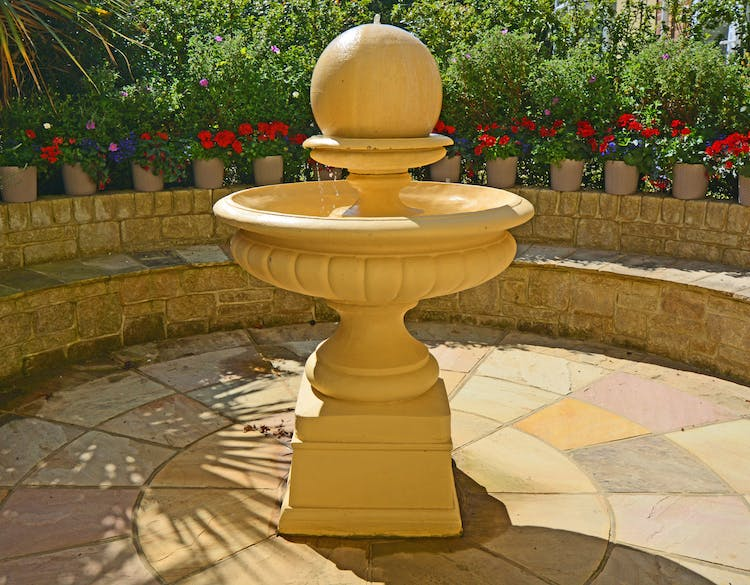 Haven Hall Hotel Ball Fountain in back patio