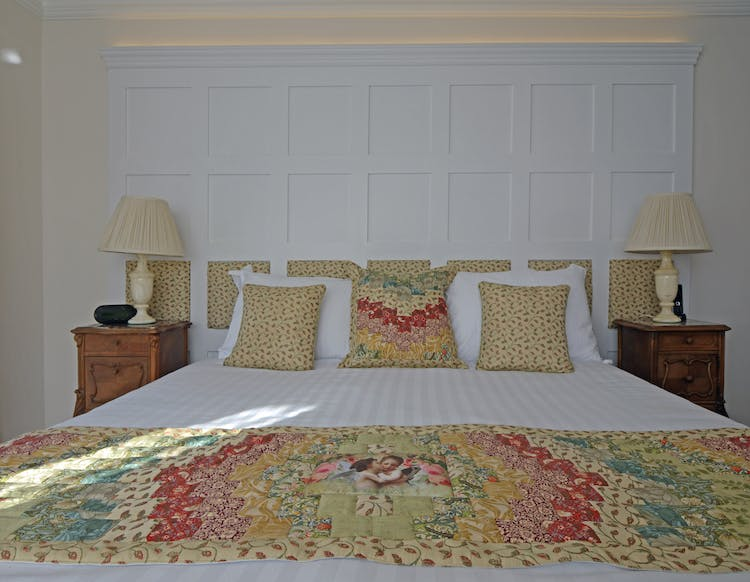 Haven Hall Hotel Bedroom 4 quilt & pillows