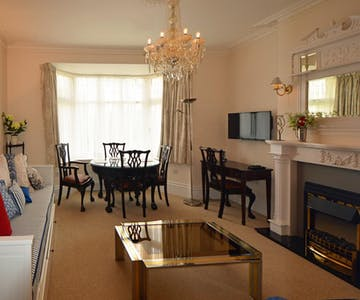 Haven Hall Hotel. Gypsophila Suite, living room with sofa bed