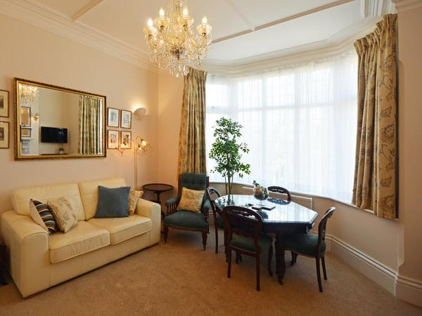 Haven Hall Hotel. Geranium Suite living room