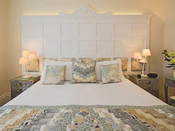 Haven Hall Hotel GS3 bed & headboard